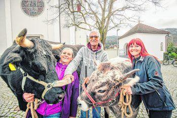 "<p class=""caption"">""Kuhl & the Gang"": Andrea, Anja und Abdelilah mit Gitti und Rosi.</p>"