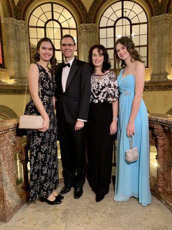 LH Markus Wallner mit Gattin Sonja und Töchtern Sophia und Raphaela.