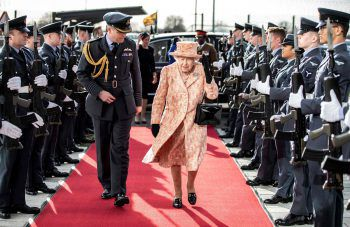 <p>Marham. Hoher Besuch: Die britische Queen Elizabeth II besucht ein Trainingszentrum der Royal Air Force im Osten Englands.</p>