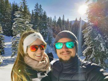 """<p class=""""caption"""">Marie und ihr Freund Lukas beim Winterspaziergang in Brand.</p>"""