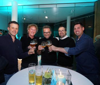 "<p class=""caption"">Mario Oberhauser (Hrsg. W&W), Peter Handle (FC MohrenDornbirn), Harald Otti (MO Catering), Markus Kirschner(Verkauf W&W) und Andreas Genser.</p>"