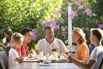 """<p class=""""caption"""">Mit dem ausgewogenen Frühstück lässt es sich perfekt in den Tag starten.</p>"""