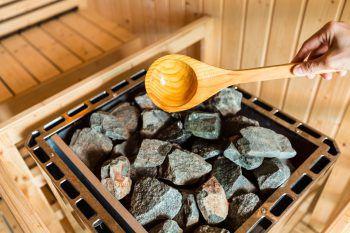 """<p class=""""title"""">Mitternachts Sauna im Val Blu</p><p>Jeden ersten Freitag im Monat lädt das Val Blu zur langen Nacht der Sauna ein. Bei Spezialaufgüssen und abwechslungsreichem Rahmenprogramm kann man ab 18 Uhr entspannen.</p><p />"""