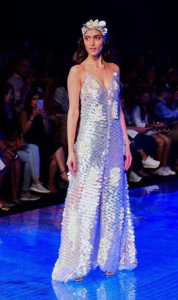 Mumbai. Edel: Ein Model präsentiert die neuesten Fashion Trends von Nirmooha bei der Lakme Fashion Week in der indischen Metropole.