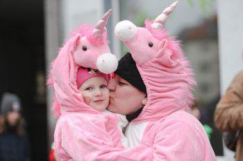 <p>Osnabrück. Süß: Tochter Melody und Mama Jennifer feiern als Einhorn verkleidet Karneval.</p>