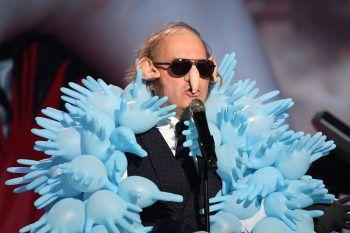 <p>Paris. Ausgefallen: Sänger Philippe Blanchard bei seinem Auftritt bei den Französischen Music Awards.</p>