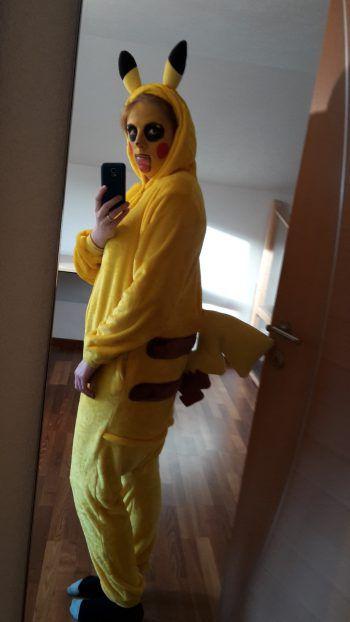"""<p class=""""caption"""">Pokemon Pikachu: ein Selfie von Nadine.</p>"""