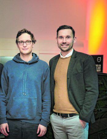 """<p class=""""caption"""">Prof. Dr. Sascha Friesike (Speaker) und Alexander Kathrein.</p>"""