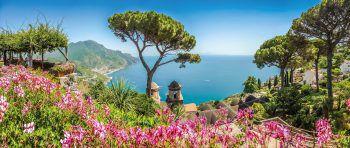 """<p class=""""caption"""">Ravello liegt direkt über der Küste und überzeugt mit seiner beeindruckenden Aussicht.</p>"""