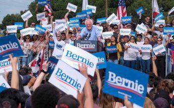 <p>Santa Ana. Bejubelt: Der demokratische US-Präsidentschaftskandidat Bernie Sanders wird von seinen Anhängern gefeiert.</p>