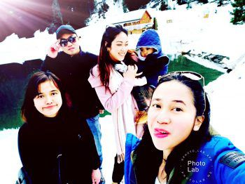"<p class=""caption"">Selfie-Time: Olivia, Leah Lyn, Zenaida und Keymark bei einem Ausflug.</p>"