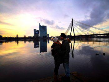 """<p class=""""caption"""">Sonnenuntergang bei der Düna genießen.</p>"""