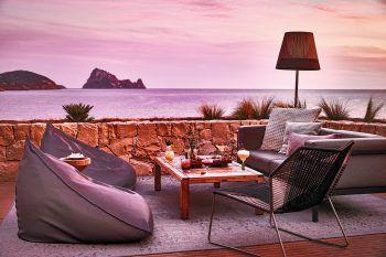 """<p class=""""caption"""">Strand, Meer, Cocktail und frische Sommerbrise – was will man mehr im Urlaub?</p>"""