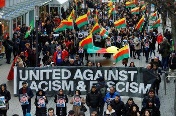 Tausende gingen auf die Straße. Foto: Reuters