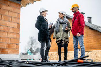 Termin vereinbarenBaustellen sollen aus versicherungstechnischen Gründen nicht vor Übergabe des Bauprojekts ohne einen verantwortlichen Mitarbeiter des Auftragnehmers betreten werden. Es kann jedoch jederzeit einen Begehungstermin vereinbart werden.