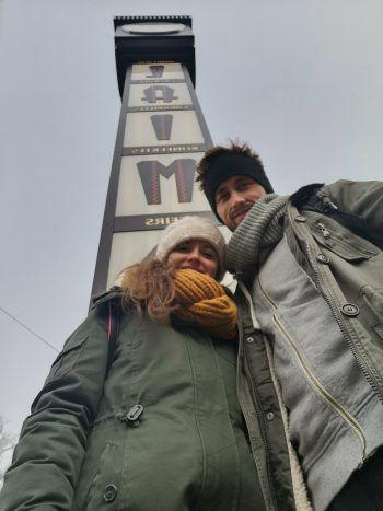 Timo und Stefanie bewunderten am Valentinstag die Laima-Uhr. Fotos: Shutterstock,handout /#cityhopper