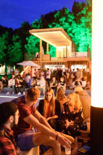 """<p class=""""caption"""">Tolle Stimmung dank toller Gestaltung: Das Poolbar-Festival ist sehr beliebt.</p>"""
