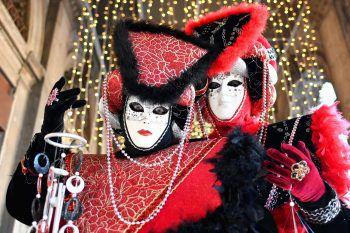 <p>Venedig. Kostümiert: In der italienischen Stadt ist der Karneval schon in vollem Gange.</p>
