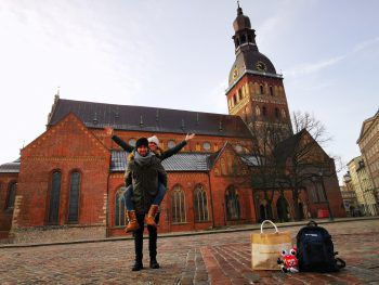 "<p class=""caption"">W&W-#cityhopper beim Dom in Riga.</p>"