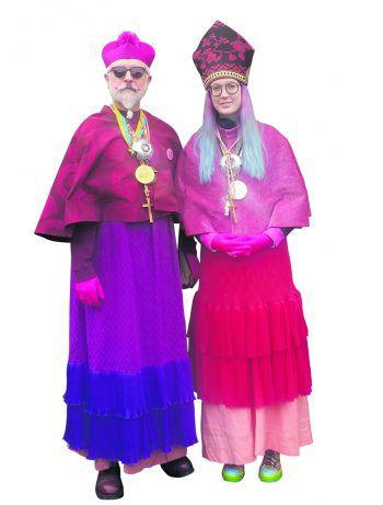 """<p class=""""caption"""">Wolfgang Burtscher und seine Familie sind bekannt für aufwändige Kostümierung.</p>"""