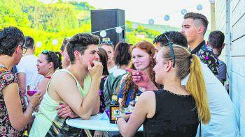 """<p class=""""caption"""">Zahlreiche junge Erwachsene sind von dem RIVA-Konzept begeistert. Die Open House-Veranstaltungen sind immer hervorragend besucht.</p>"""