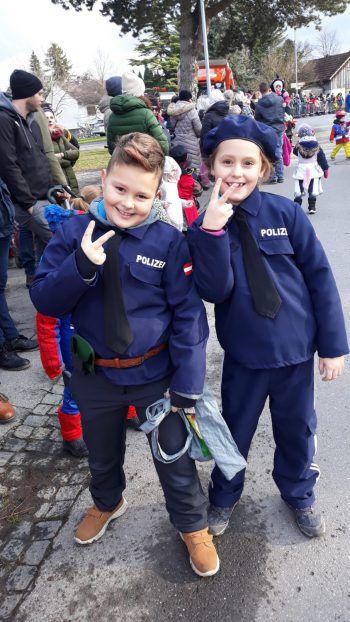 """<p class=""""caption"""">Zwei coole Polizisten: eine Einsendung von Daniela.</p>"""