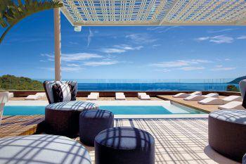 Aguas de Ibiza Grand Luxe*****             Top-Lifestyle-Hotel für gehobene Ansprüche in Santa Eulalia mit elegantem Design, unaufdringlichem Luxus, tollem Rooftop-Restaurant und Wellness.