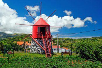 Alte Windmühle auf Faial Island. Fotos: handout/Herburger Reisen