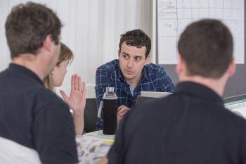 Im Lehrgang spielen Themen wie Mitarbeitermotivation, Führungskompetenz, kreative Intervention und konkrete Fallbeispiele eine gewichtige Rolle. Fotos: handout Sonja.Arat