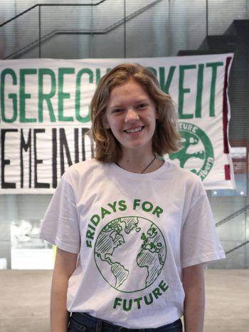 """<p>Anna Dür: """"Wir veranstalten den Jugendklimarat, um Klimagerechtigkeit in die Gemeinden zu bringen. Die Jugend entwickelt Vorschläge und Forderungen, die</p><p>bei der Climate Justice Parade präsentiert und umgesetzt werden sollen. Die Forderungen gehen an die Politik und anlässlich der Gemeindewahl besonders auf Gemeindeebene. Es müssen in allen Gremien Maßnahmen in Richtung Klimagerechtigkeit gesetzt werden und zwar sofort!""""</p>"""