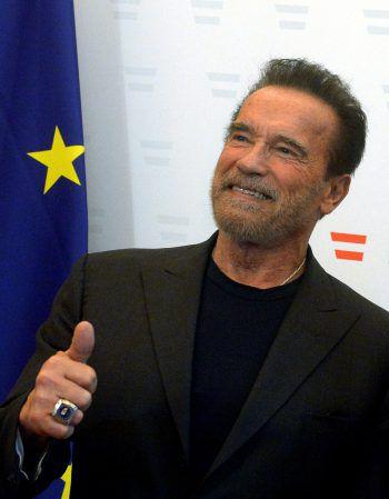 """<p class=""""title"""">Arnold</p><p class=""""title"""">Schwarzenegger</p><p>Der ehemalige Bodybuilder postete auf Instagram ein Bild mit einem Pony und einem Esel und schrieb: """"Wir stehen das gemeinsam durch.""""</p>"""