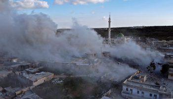 <p>Balyun. Zerstört: Dichte Rauchschwaden steigen über dem heftig umkämpften Ort in der syrischen Provinz Idlib auf.</p>