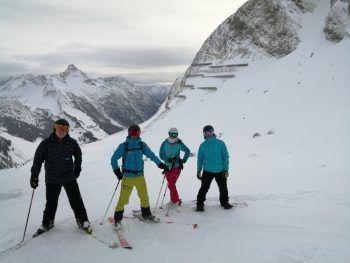 "<p class=""caption"">Christoph Ruck (Generali), Elias Mörtl (Skilehrer) Julia Schwarz (Henn GmbH & CoKG), Mathias Gerbis (Henn GmbH & CoKG).</p>"