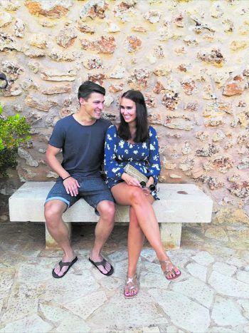 """<p class=""""caption"""">Christoph und Lisa beim ersten gemeinsamen Urlaub auf Mallorca.</p>"""