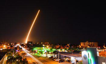<p>Cocoa Beach. Losgelöst: Eine Rakete wurde von der Raumstation Cape Canaveral aus ins All geschickt.</p>