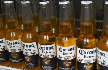 Corona dementiert Gerüchte über Umsatzeinbrüche. Symbolfoto: AFP