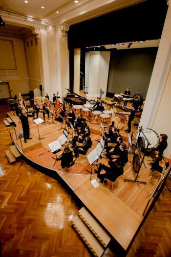 Das Ensemble PulsArt befasst sich mit Neuer Musik. Foto: handout/Victor Marin/VLK