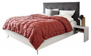 """<p class=""""caption"""">Das Lugano Bett behält mit dem geradlinigen Holzrahmen und den zierlichen Metallbeinen einen leichten und edlen Look. Preis: ab 769 Euro.</p>"""