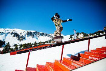 Den ganzen Samstag wird im Snowpark Damüls gefeiert und getrickst. Foto: handout/Thomas Alton