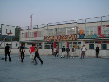 """<p class=""""caption"""">Die Arena im Jahre 2001.</p>"""