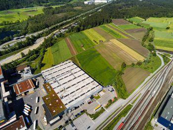 Die geplante Erweiterung von Rauch und Ball in Ludesch sorgt weiter für Schlagzeilen. Foto: Lerch
