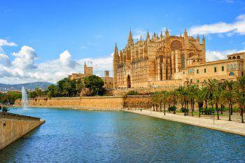 """Die gotische Kathedrale """"La Seu"""" ist das Wahrzeichen Palmas."""