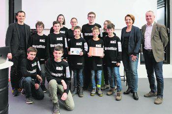 """<p class=""""caption"""">Die Jungs des Bundesgymnasium Dornbirn sicherten sich mit ihrem Projekt """"Light it Up"""" – eine autarke Beleuchtung an Bushaltestellen – den dritten Platz.</p>"""