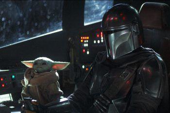 """<p class=""""caption"""">Ein Highlight – nicht nur für """"Star Wars""""-Fans: """"The Mandalorian"""" mit Baby Yoda. </p>"""