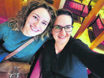 """<p class=""""caption"""">Einsendung von Andreja: """"Veronika und ich sind seit zehn Jahren unzertrennlich und halten auch nach zahlreichen Ups- and Downs immer zueinander.""""</p>"""