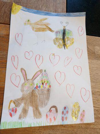 "<p class=""caption"">Emilie (9) mag das Osterfest glitzrig und bunt.</p>"