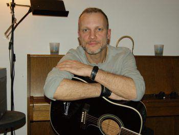 Folk-Musiker Bruce Cradle streamt morgen ein Wohnzimmer-Konzert. Foto: handout/Bruce Cradle