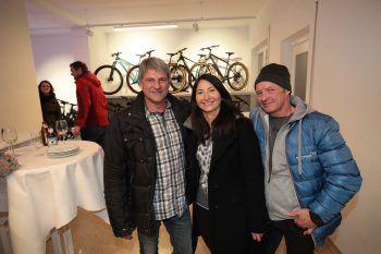 """<p class=""""caption"""">Fredy und Alfia Strohmeier mit Werner Rampler.</p>"""