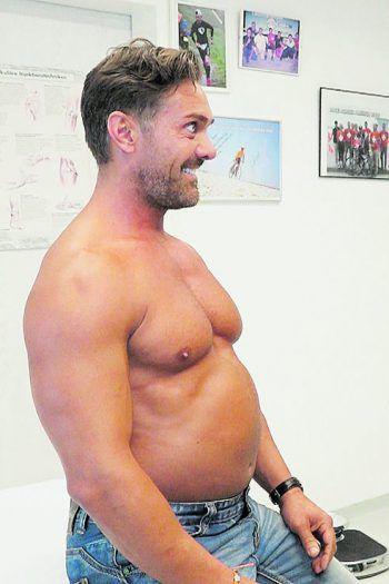 Für einen Selbstversuch musste der Fitness-Trainer zunächst 15 Kilogramm zunehmen, um diese dann mit dem eigenen Konzept in 40 Tagen wieder loszuwerden. Foto: handout/Österle