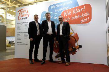 Geschäftsführer Alexander Klotz, Markus Hafner sowie Ulrich Danner vertraten vergangenes Wochenende das Team von Town & Country Haus auf der com:bau in Dornbirn. Fotos: W&W, Sams